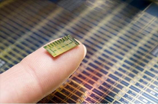 """微型芯片可用无线电波""""充电"""" 物联网技术再下一城"""